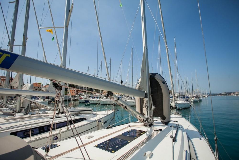 Noleggio barche Bavaria Bavaria Cruiser 51 Trogir su Samboat