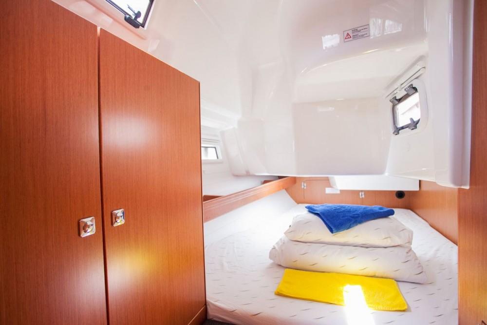 Noleggiare un'Bavaria Bavaria Cruiser 34 Traù