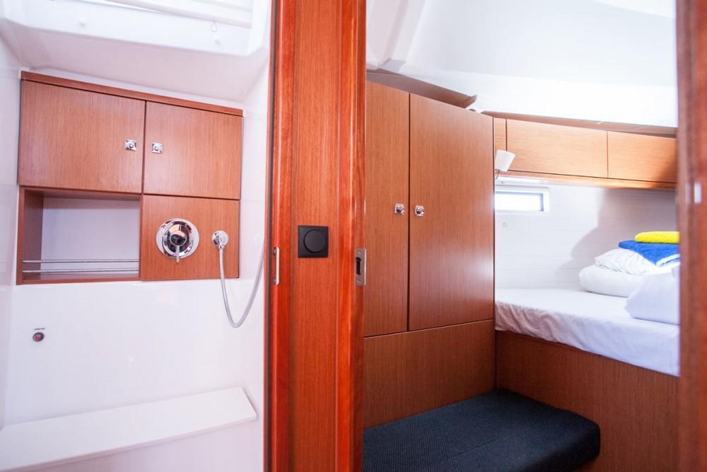 Barca a vela a noleggio ACI Marina Trogir al miglior prezzo