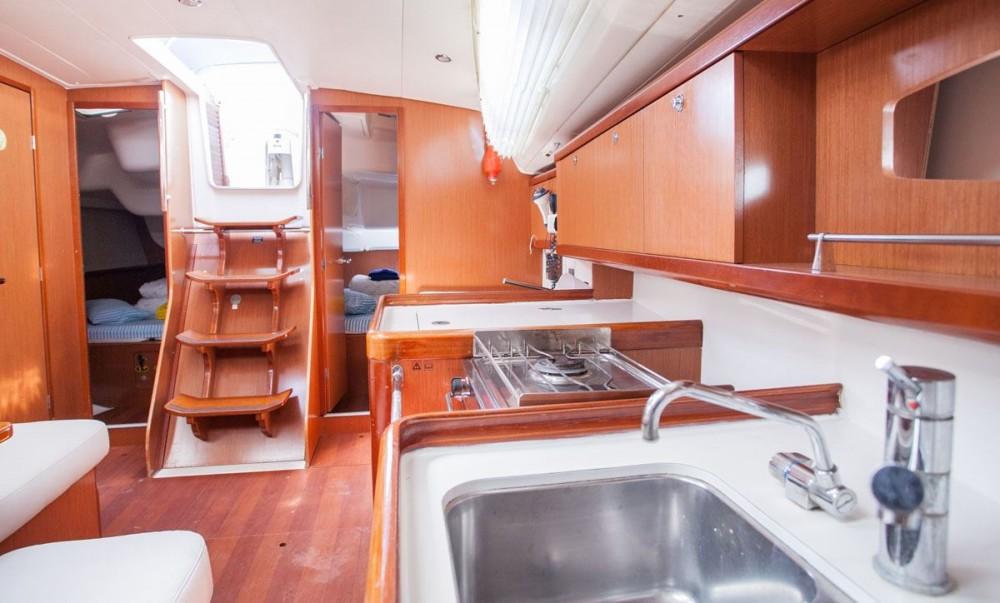 Noleggio barche Bénéteau Oceanis 40 Traù su Samboat