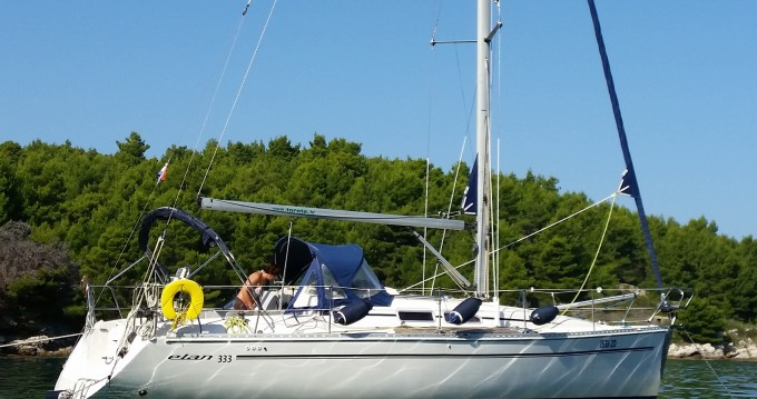Noleggio barche Elan Elan 333 a Zara su Samboat