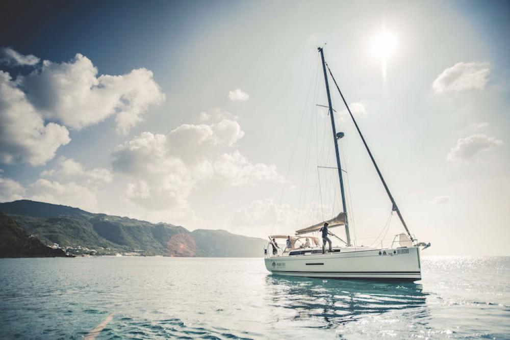 Noleggio barche Dufour Dufour Grand Large 382 Ponta Delgada (São Sebastião) su Samboat