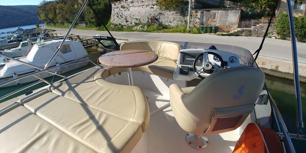 Noleggio yacht  - Bénéteau Beneteau Antares 36 Fly su SamBoat