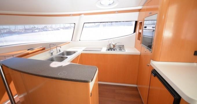 Noleggio Catamarano con o senza skipper Fountaine Pajot a Gouviá