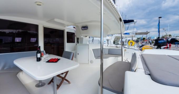 Catamarano a noleggio a Gouviá al miglior prezzo