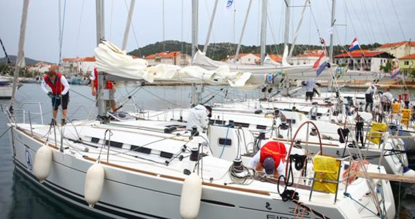 Noleggio Barca a vela Bénéteau con patente nautica