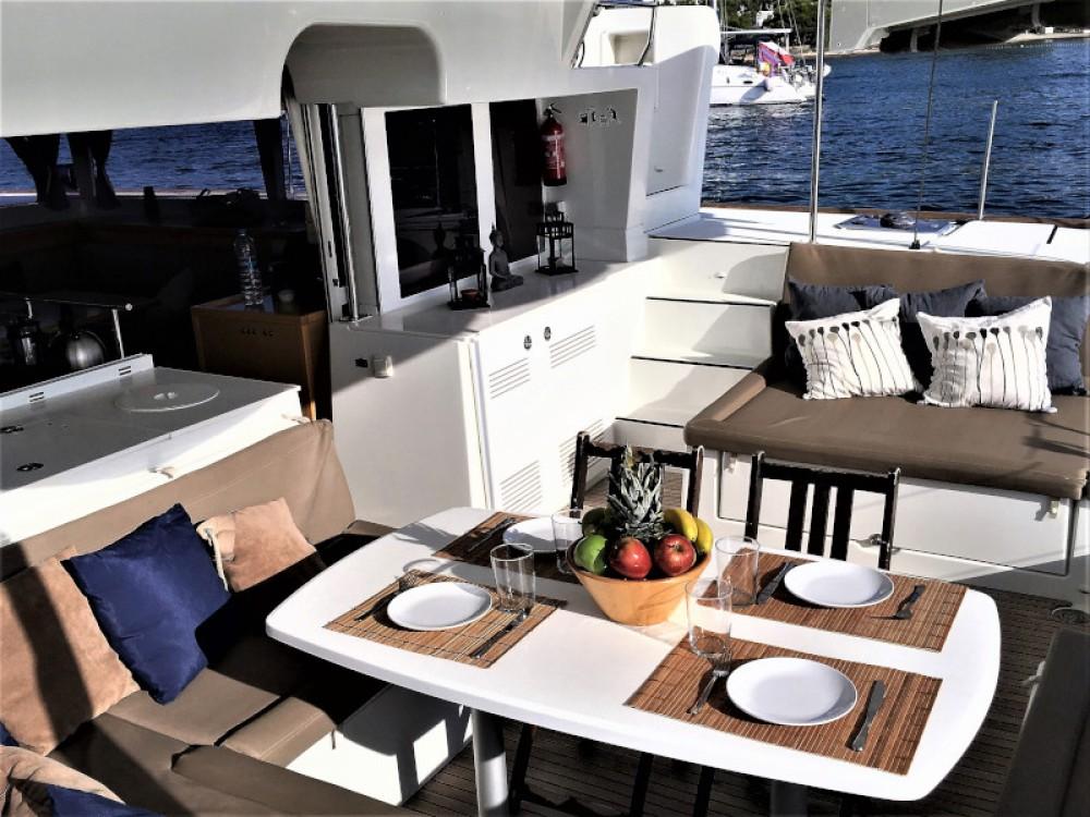 Catamarano a noleggio Sant Antoni de Portmany al miglior prezzo