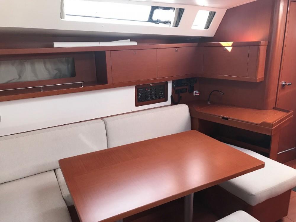 Noleggio barche Bénéteau Oceanis 45 La Spezia su Samboat