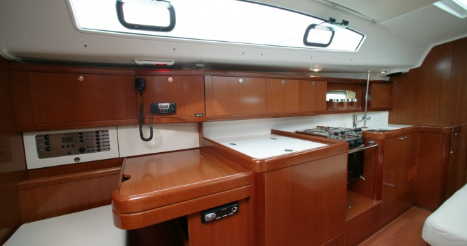 Noleggio barche Bénéteau Oceanis 40 a Marina di Portorosa su Samboat