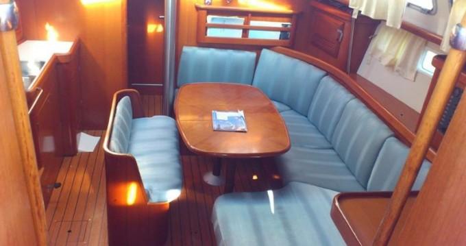 Noleggio barche Bénéteau Oceanis 423 Exclusive a Marina di Portorosa su Samboat