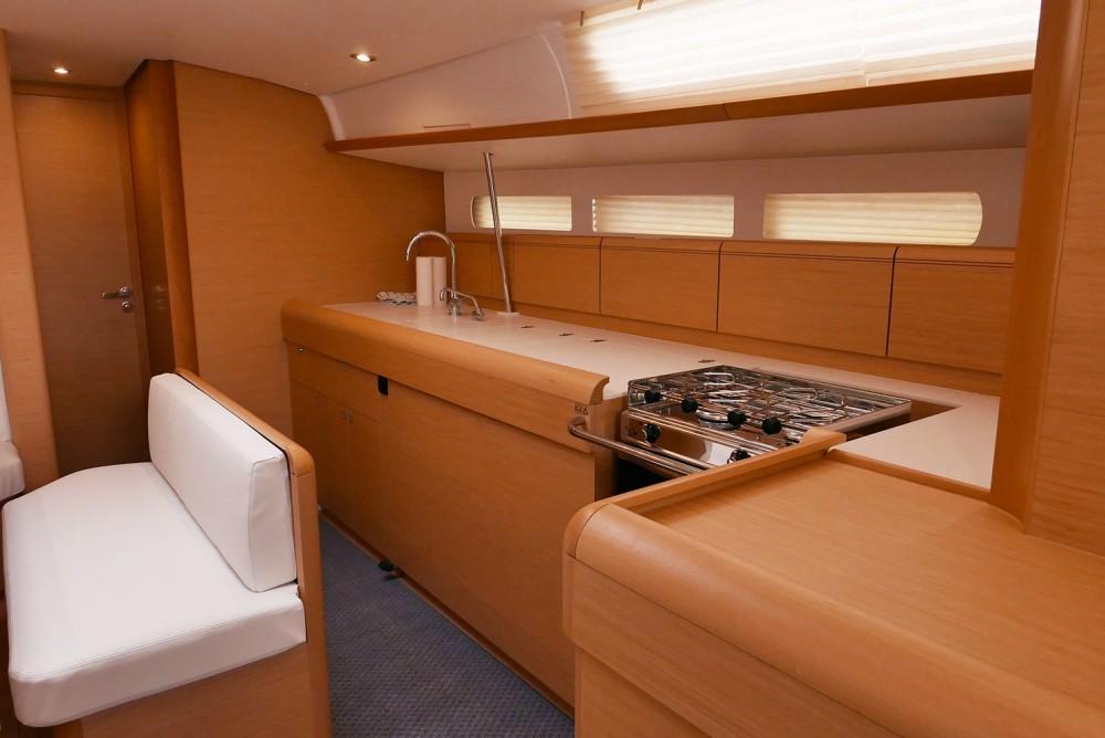 Noleggio barche Jeanneau Sun Odyssey 519 San Vincenzo su Samboat
