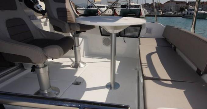 Noleggio Barca a motore a Traù – Jeanneau Jeanneau Cap Camarat 5.5WA S2