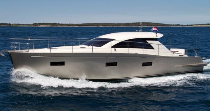 Noleggio Barca a motore con o senza skipper Cyrus a Pula