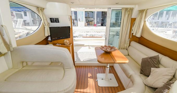 Noleggio Barca a motore a Port de Sitges Aiguadolç – Jeanneau Prestige 32