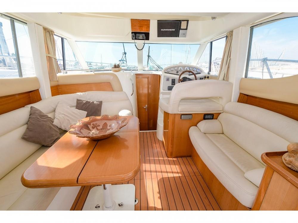Noleggio Barca a motore Jeanneau con una patente