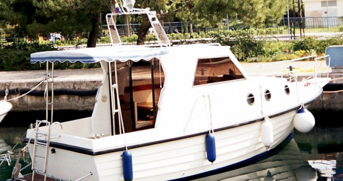 Noleggio Barca a motore Sas Vektor con patente nautica
