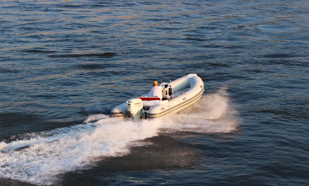 Barca a motore a noleggio Trogir al miglior prezzo