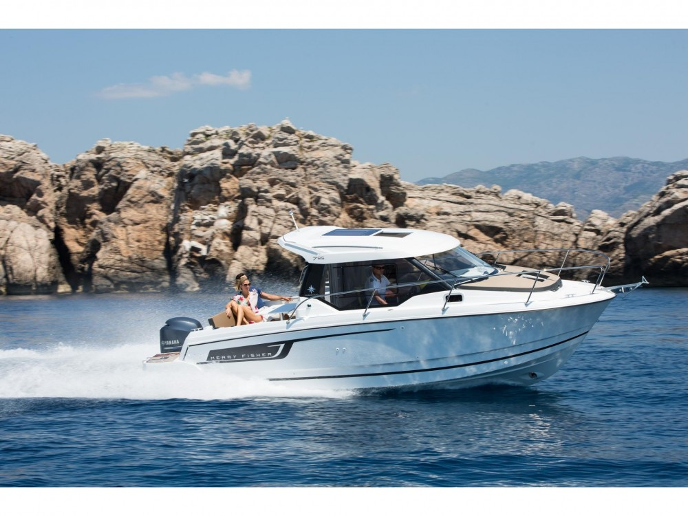 Jeanneau Merry Fisher 795 tra personale e professionale Trogir