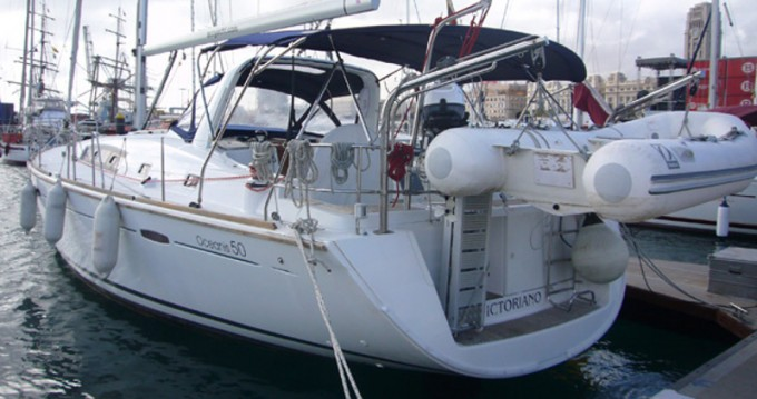 Bénéteau Oceanis 50 Family tra privati e professionisti a Marina del Sur