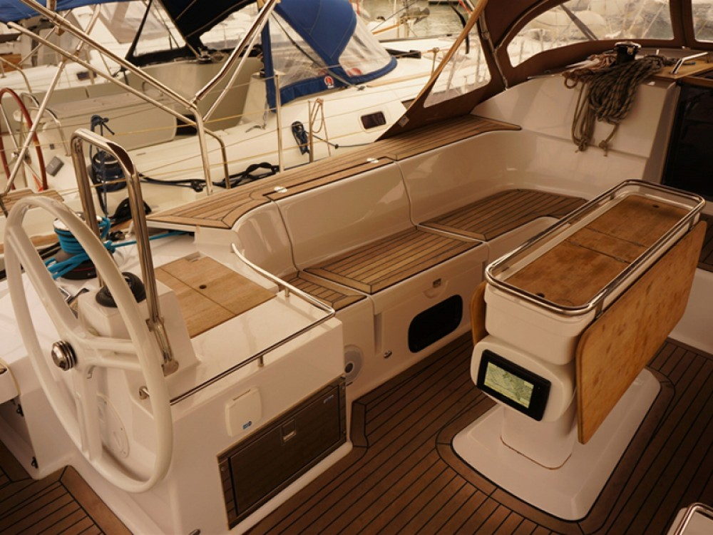 Noleggio barche Elan Elan 50 Impression Porto di Alimos su Samboat