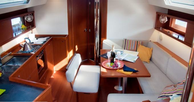 Noleggio barche Bénéteau Oceanis 45 a La Spezia su Samboat