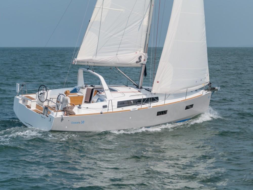 Bénéteau Oceanis 381 tra personale e professionale Volos