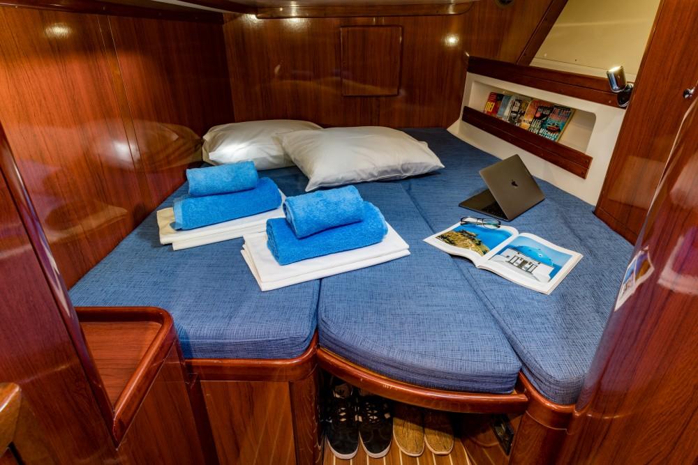 Ocean Ocean Star 56.1 tra personale e professionale Porto di Alimos