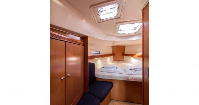 Noleggiare una Bavaria Bavaria 40 Cruiser a Atene