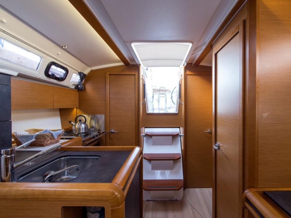 Noleggio barche Porto di Alimos economico Sun Odyssey 349