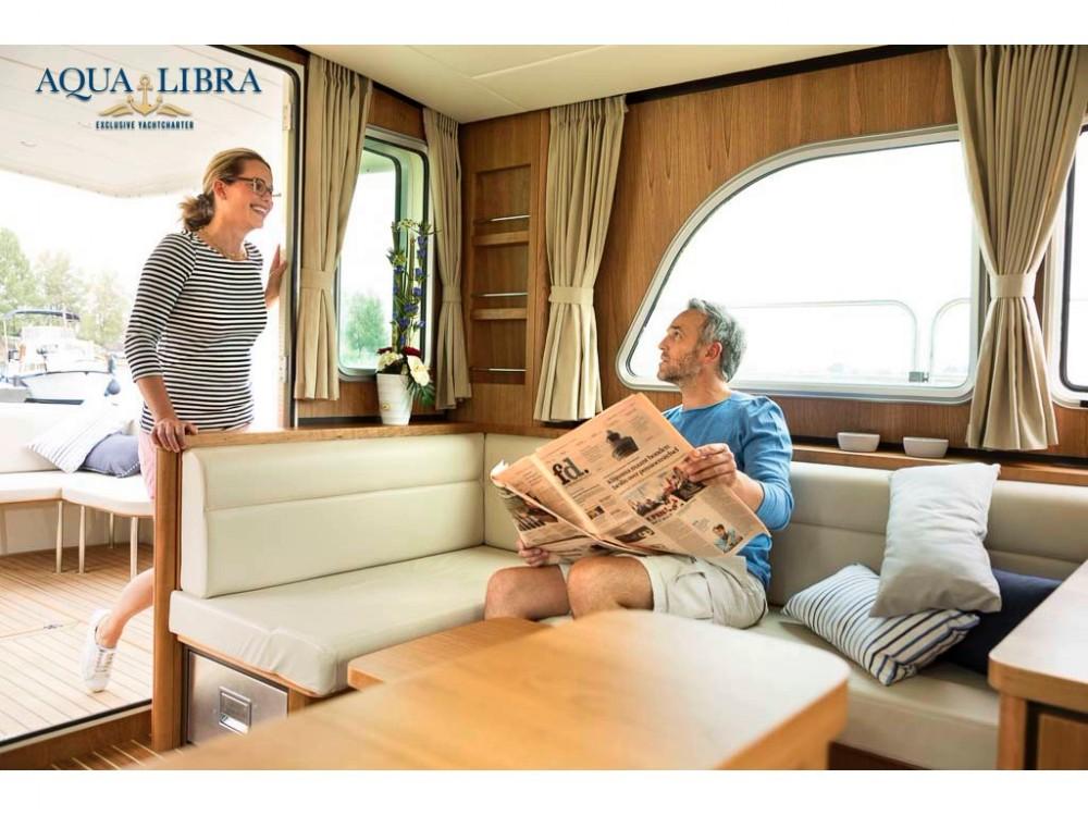 Barca a motore a noleggio Kinrooi al miglior prezzo