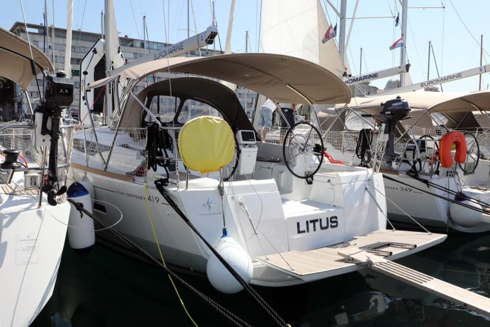 Noleggio barche Jeanneau Sun Odyssey 419 Città di Pola su Samboat