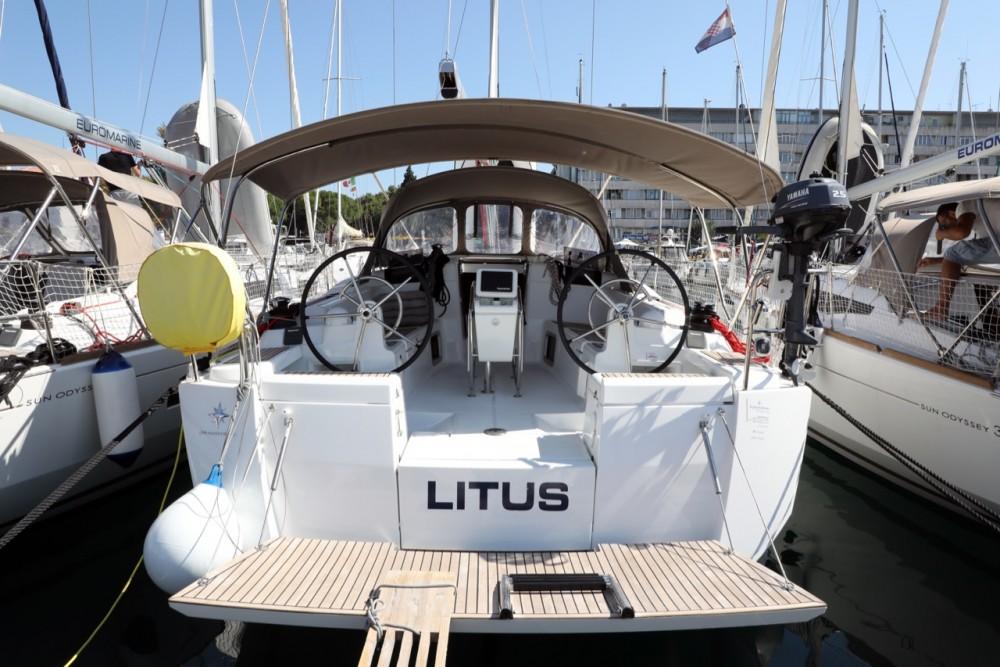 Noleggio barche Città di Pola economico Sun Odyssey 419