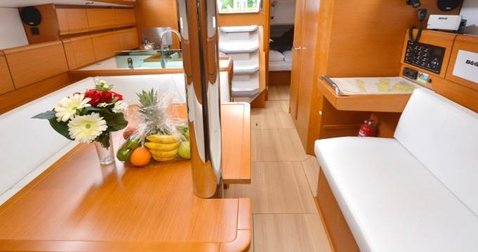 Noleggiare una Jeanneau Sun Odyssey 389 a Ragusa