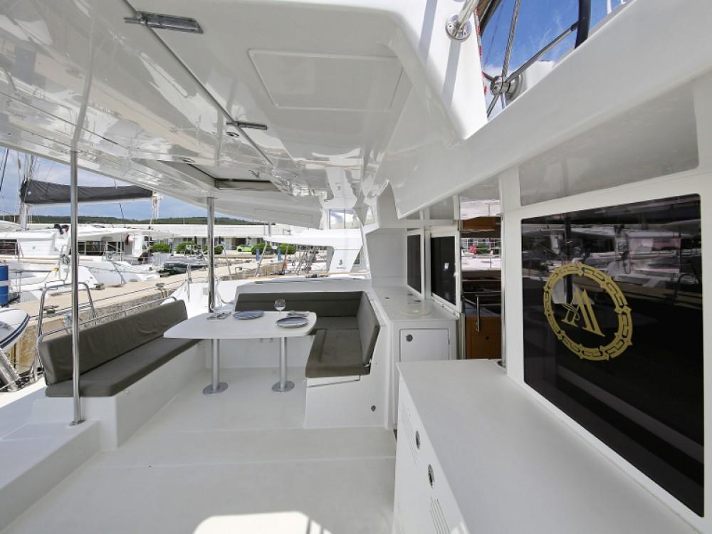 Catamarano a noleggio Sukošan al miglior prezzo