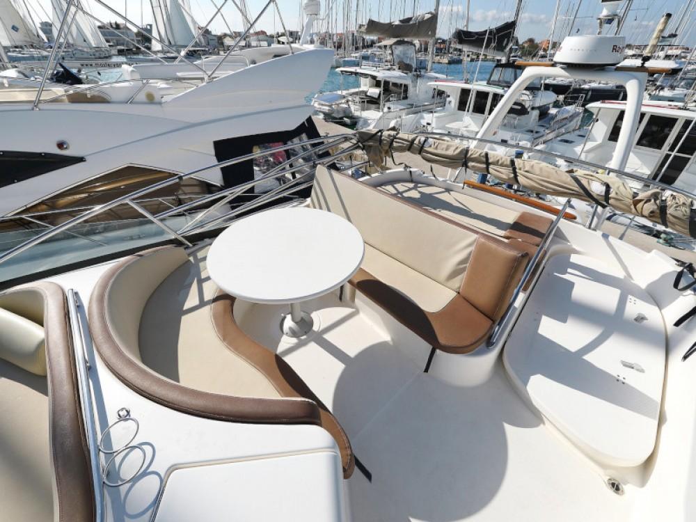 Noleggio Barca a motore con o senza skipper Jeanneau Sukošan