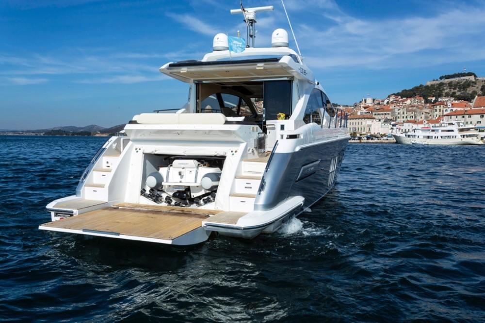 Noleggio Yacht Azimut con una patente