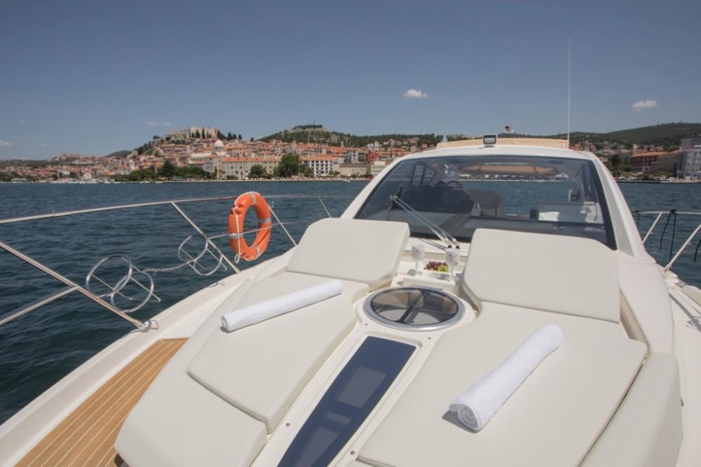 Noleggio Barca a motore con o senza skipper Cranchi Sebenico