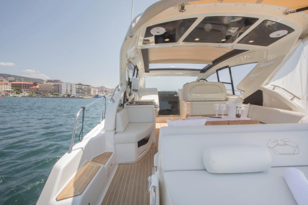 Noleggio barche Cranchi Cranchi M44 HT Sebenico su Samboat