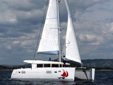 Catamarano a noleggio a Rhodes al miglior prezzo