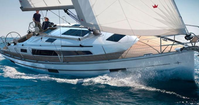Bavaria Cruiser 37 tra privati e professionisti a Atene