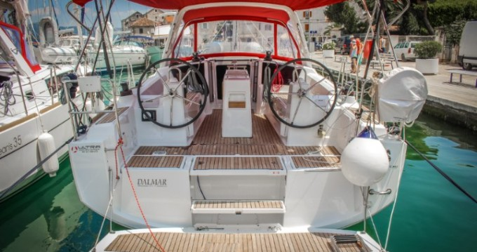 Noleggio barche Pomer economico Oceanis 35