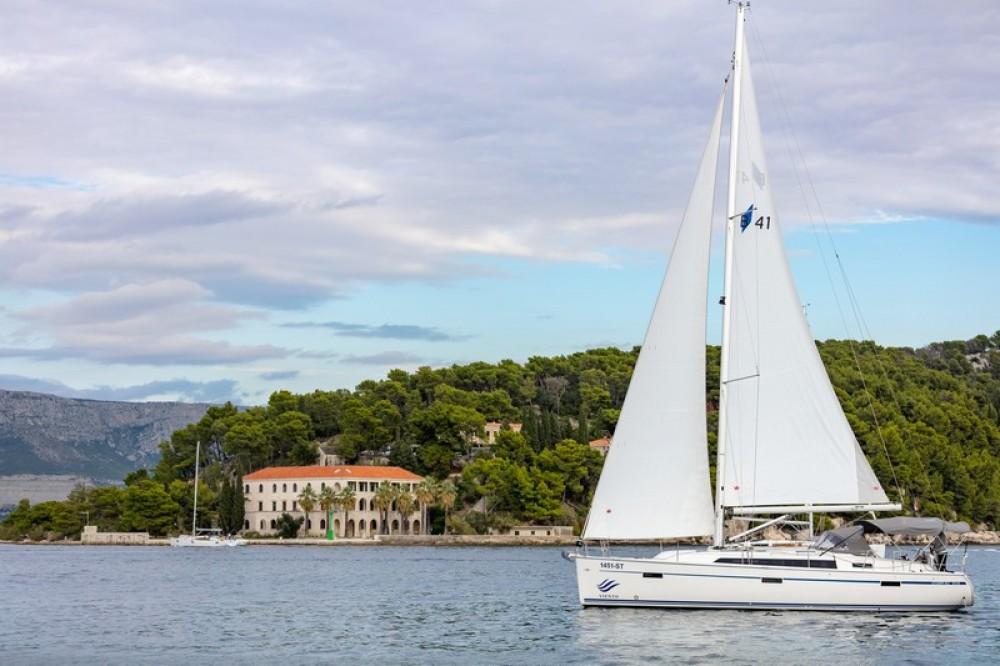 Noleggio barche Bavaria Bavaria Cruiser 41 Spalato su Samboat