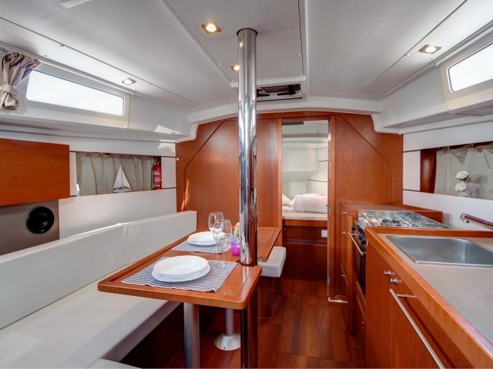 Noleggio barche Bénéteau Beneteau Oceanis 35 Spalato su Samboat