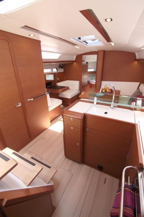 Jeanneau Sun Odyssey 419 tra personale e professionale South Aegean