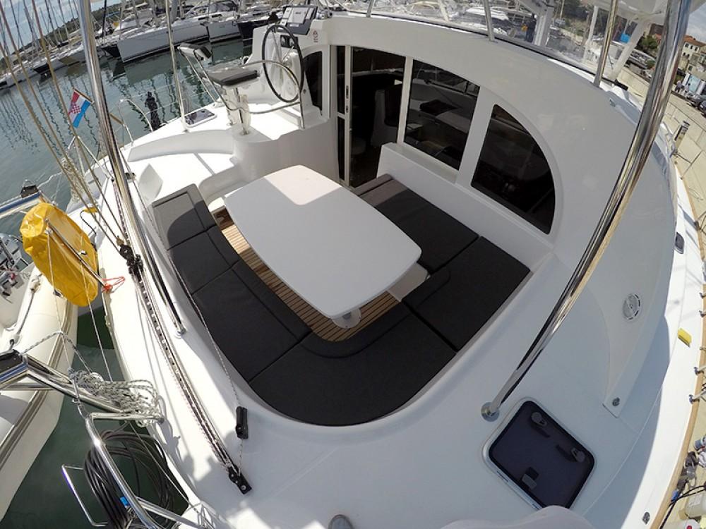 Noleggio barche Sebenico economico Lagoon 380