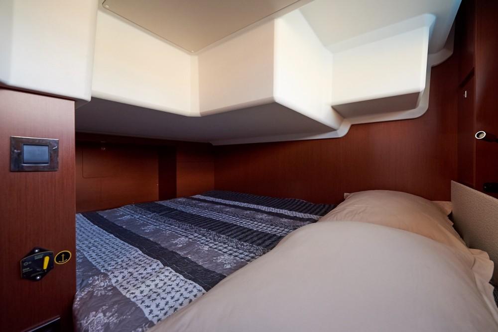 Noleggio yacht Traù - Jeanneau NC 33 su SamBoat