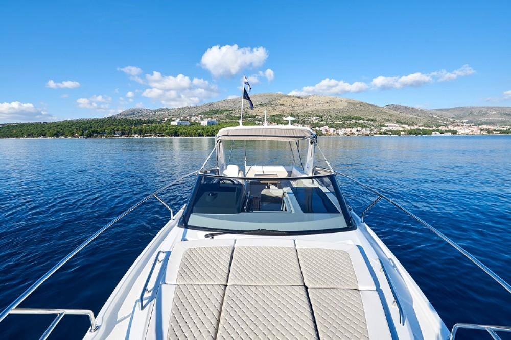 noleggio Barca a motore Traù - Jeanneau Leader 30