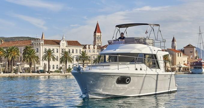 Noleggio Barca a motore a Traù – Bénéteau Swift Trawler 30