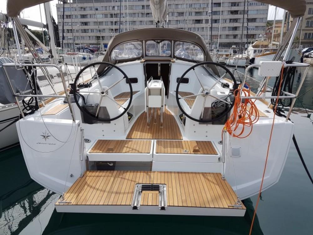 Noleggio Barca a vela con o senza skipper Jeanneau Pola