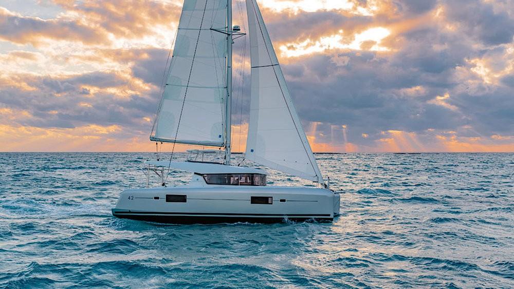 Catamarano a noleggio Rogosnizza al miglior prezzo